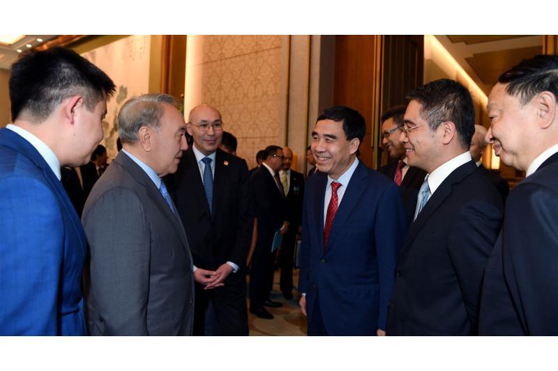 总统:哈萨克斯坦计划将国有公司在香港和上海证交所上市
