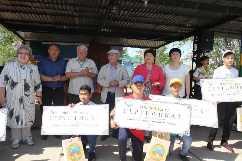 Бектау ата шатқалындағы туристер форумына қатысушы командалар 1 млн теңгеден алды