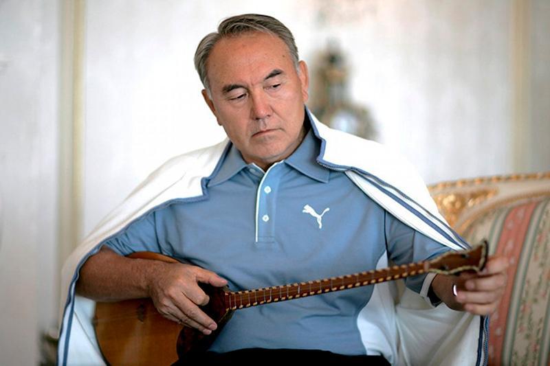 Нурсултан Назарбаев учредил Национальный день домбры