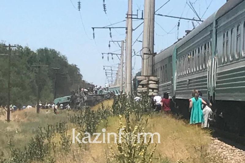 Жамбыл облысында жолаушылар пойызы аударылып қалды