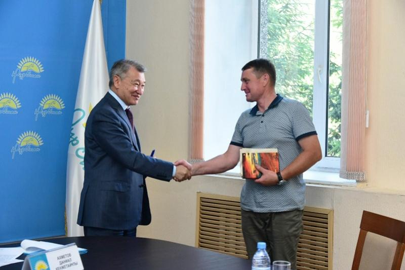 E Kazakhstan governor promises to help a father of 18 children