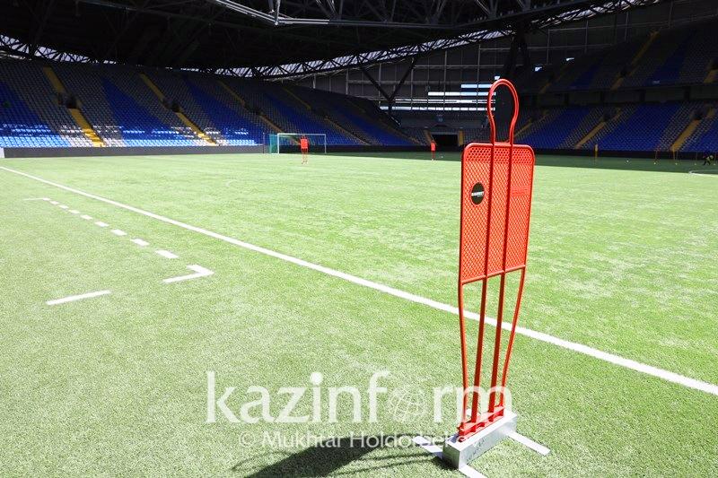 阿斯塔纳竞技场:足球、天然草坪、世界杯