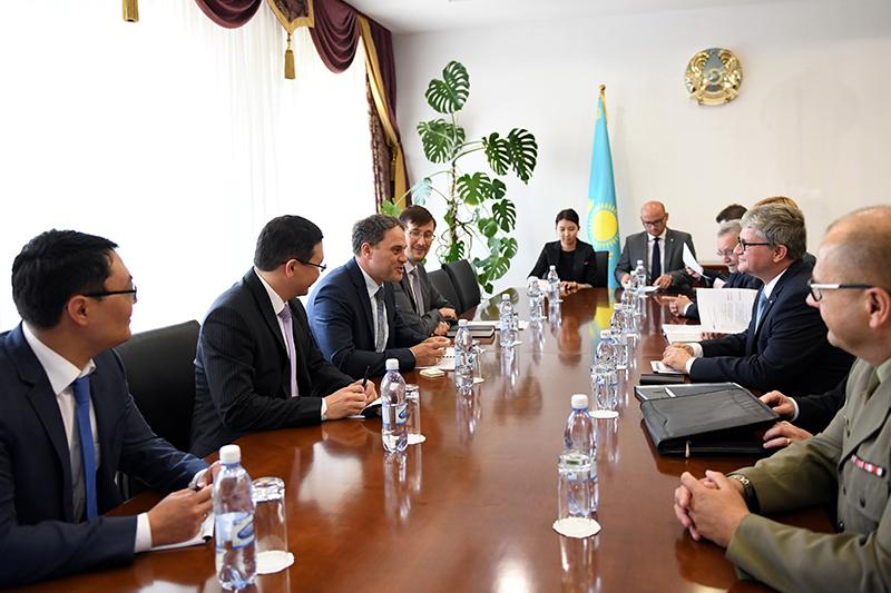 Kazakhstan, Poland discuss global security issues