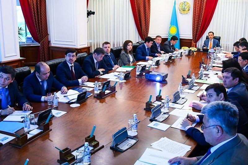 萨金塔耶夫召开会议讨论中小企业和加工领域发展问题