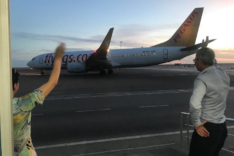 Пассажиры экстренно приземлившегося в Атырау самолета вылетели в Анталию