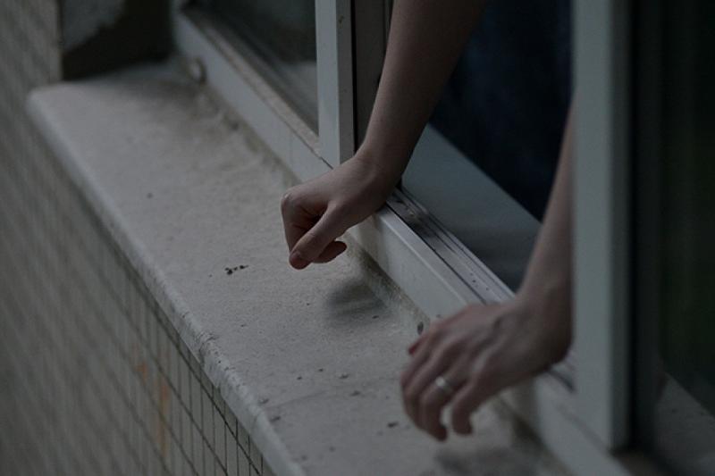 21-летний наркоман пытался спрыгнуть с девятиэтажки в Щучинске