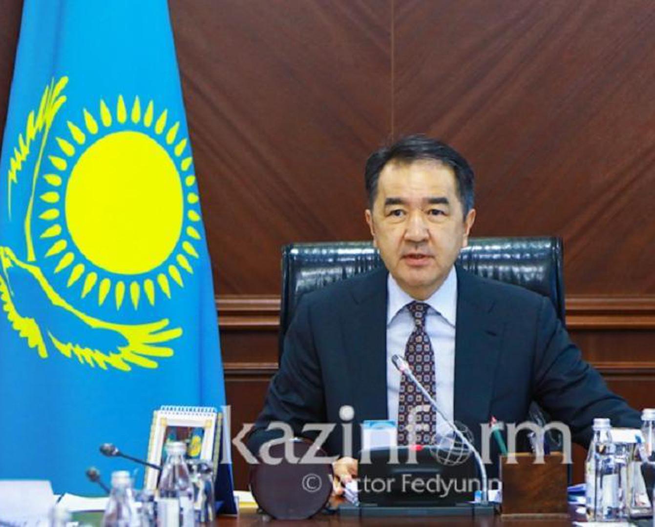 萨金塔耶夫向突厥斯坦州州长和奇姆肯特市市长表示祝贺
