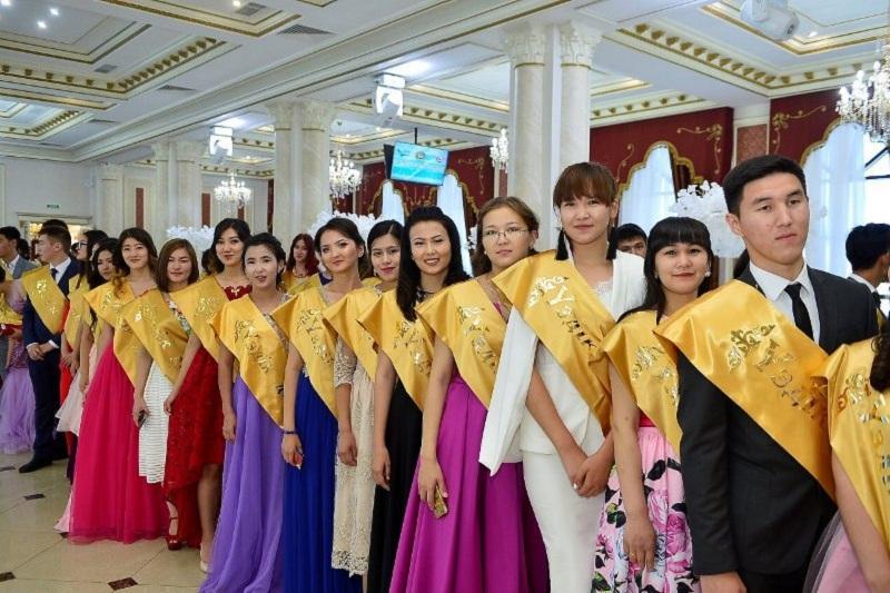 В Атырау 388 выпускников колледжей получили дипломы с отличием