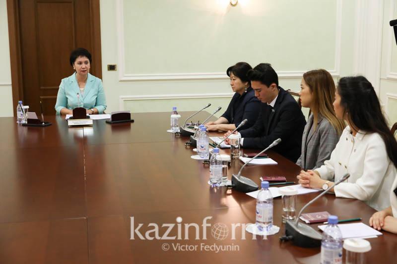 Secretary of State meets Kazakh diaspora youth in Turkey