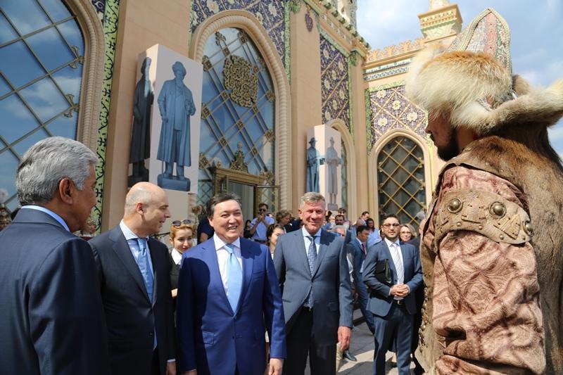 Участники  архитектурной выставки ознакомились с реставрацией павильона «Казахстан» на ВДНХ