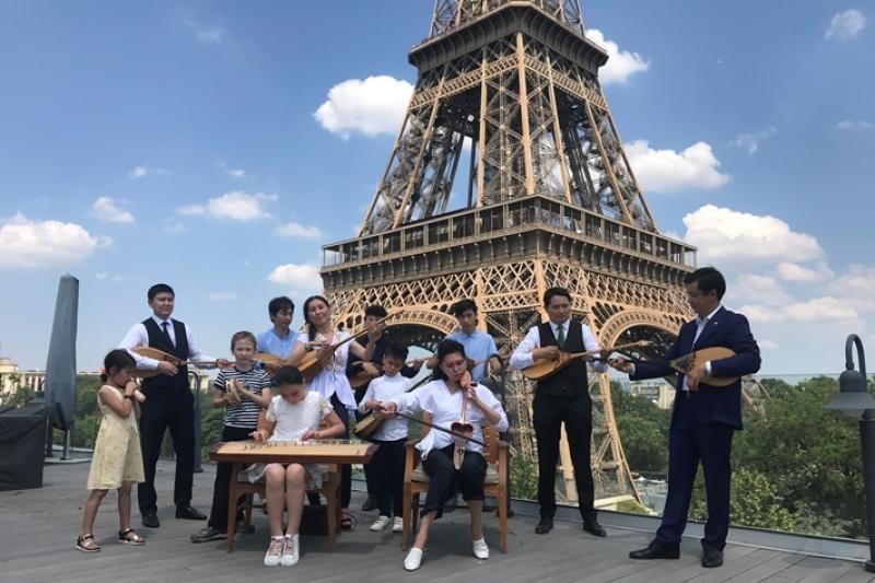 Национальный День домбры отметили в Париже