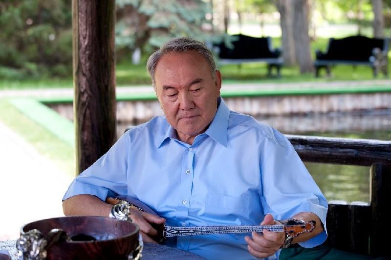 Сколько раз Нурсултан Назарбаев играл на домбре