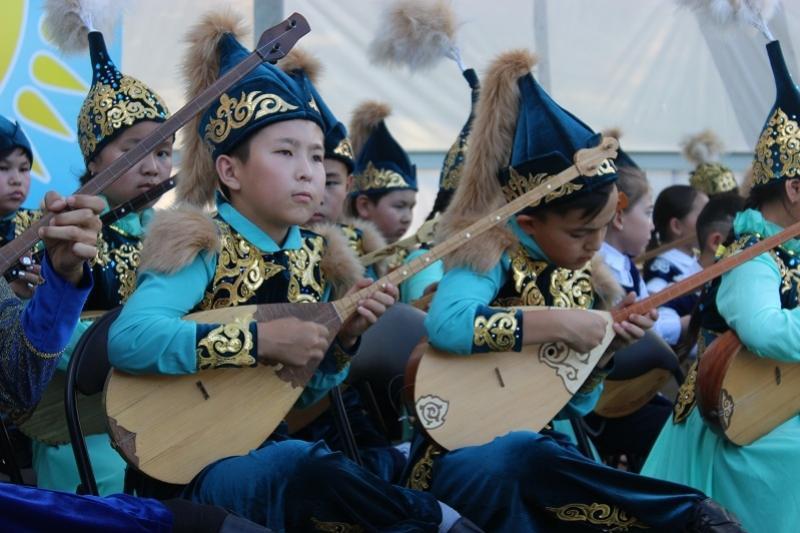 Фоторепортаж о празднике в Таразе. Домбра - наследие народа
