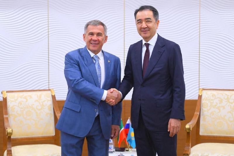 政府总理萨金塔耶夫会见鞑靼斯坦总统明尼哈诺夫