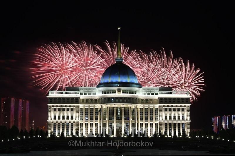 Grandiose fireworks light up the skies above Astana