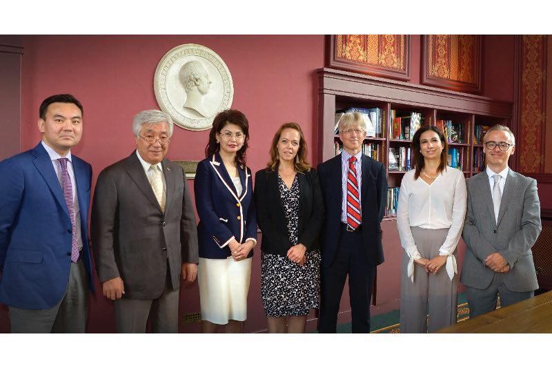 Кембриджский университет переведет и издаст антологию казахской литературы