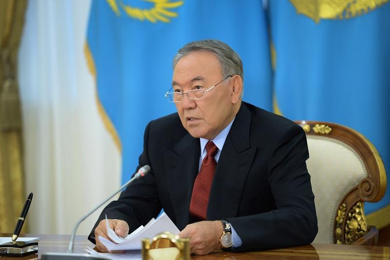 За Елбасы закреплено право возглавлять пожизненно Совет безопасности - закон