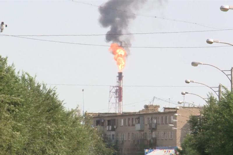 Огненный факел вспыхнул над Атырауским НПЗ