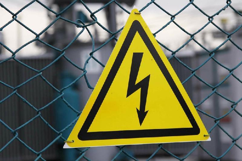 Двух братьев ударило током во время покраски фонарей в Актобе