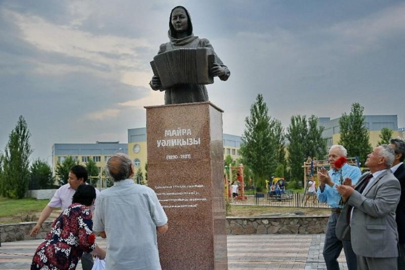 В Павлодаре открыли бюст Майры Шамсутдиновой