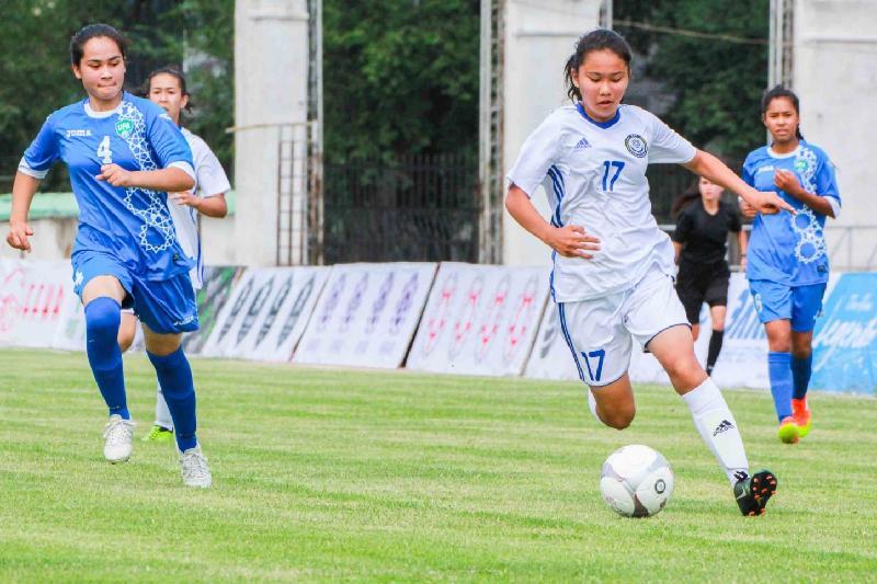 Юные казахстанские футболистки стартовали с ничьи на турнире в Бишкеке