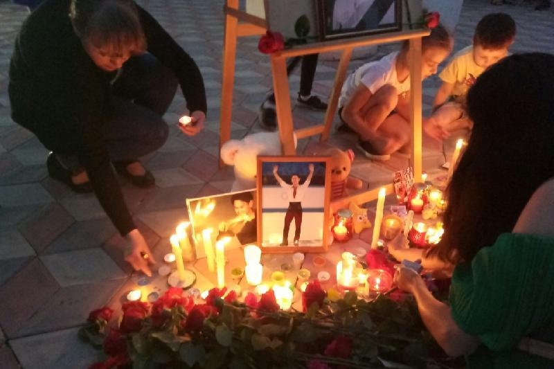 Кокшетауцы зажгли свечи в память о Денисе Тене