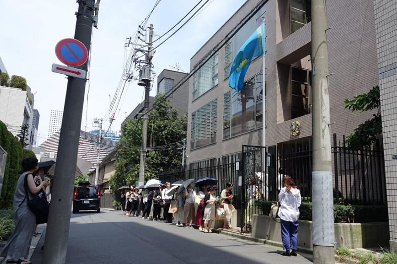 People line up at Kazakh embassy in Japan to pay tribute to Denis Ten