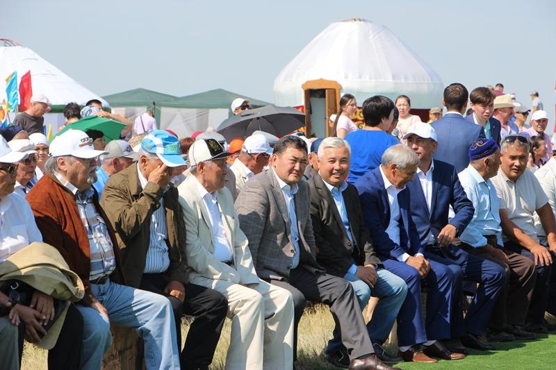 Потомки казахстанского акына подарили музею в Экибастузе его личную вещь