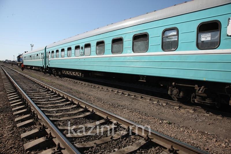 Ржавчина и грязное постельное белье - владельцев поездов оштрафовали на 35 млн тенге