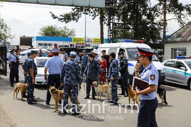 Две тысячи правоохранителей провели рейд по авторынкам Алматы