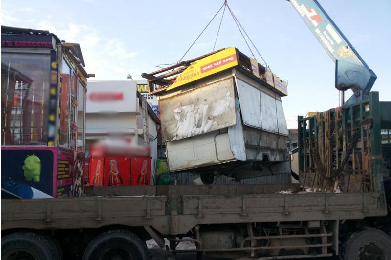 Три дня дали стихийным торговцам на сбор своего имущества в Шымкенте