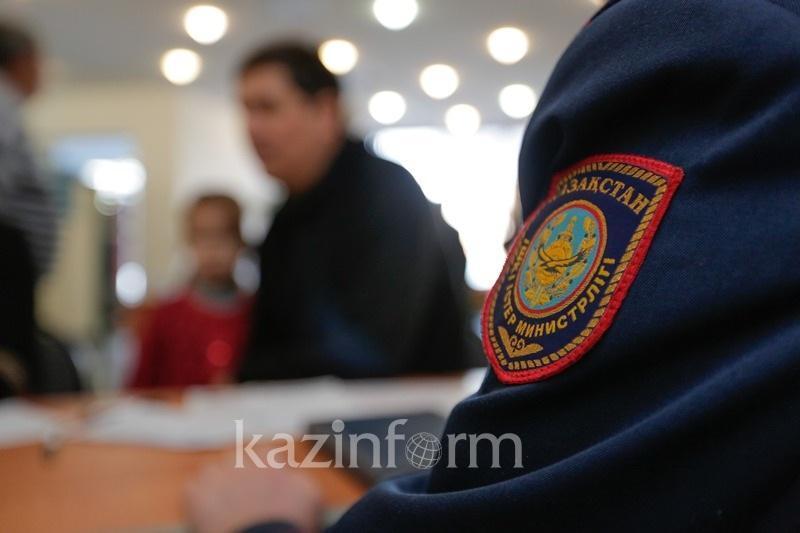 Алматы полициясы баласын ұрған әкені туыстарымен кездестірді