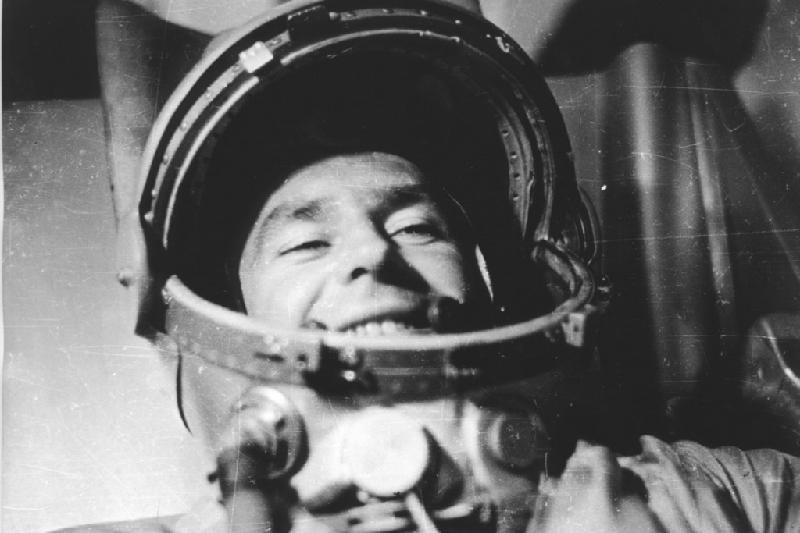 каталоге фото космонавта титова лет занимался