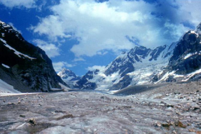 Грузия тауындағы ең алып мұздықтың бір бөлігі опырылып кетті