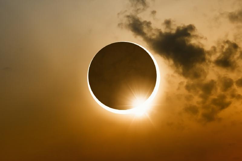 8月11日哈萨克斯坦可观赏到日偏食现象