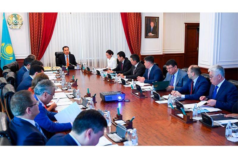 总理主持召开同经合组织合作理事会会议