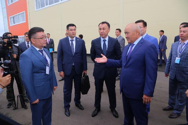 副总理参观库斯塔奈工业区