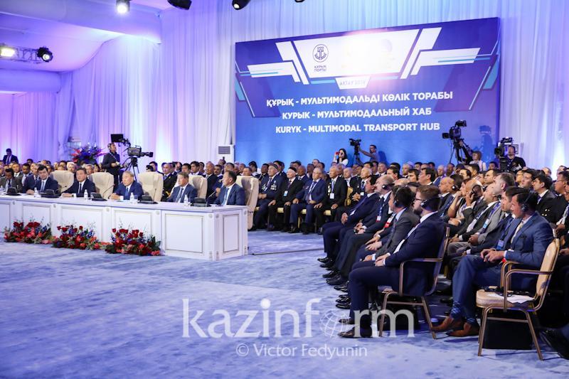 Нурсултану Назарбаеву презентовали порт Курык