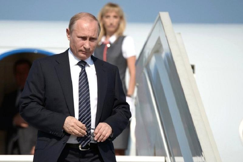 Vladimir Putin arrives in Kazakhstan