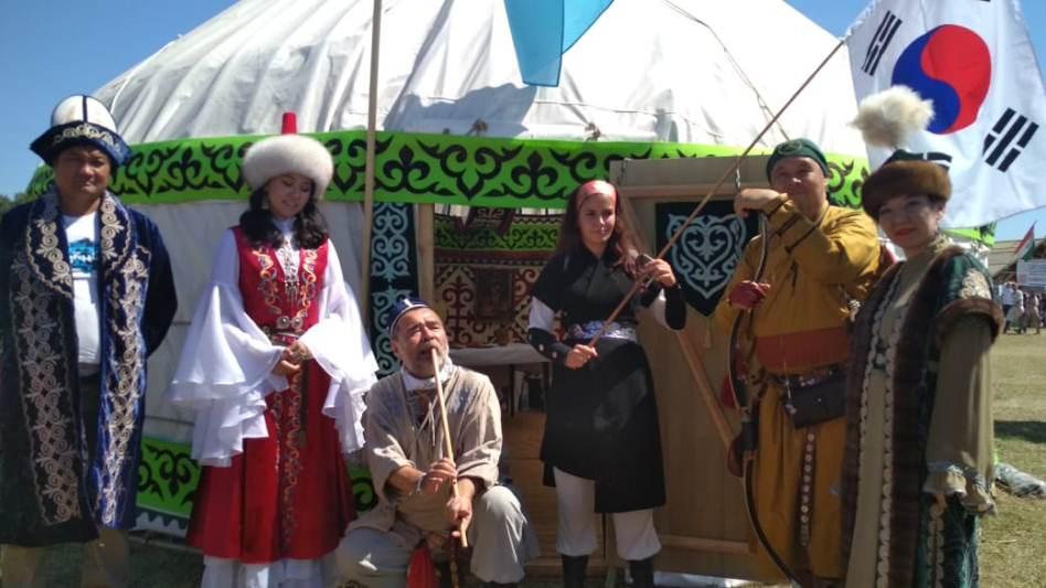 Спикер парламента Венгрии побывал в гостях в казахской юрте