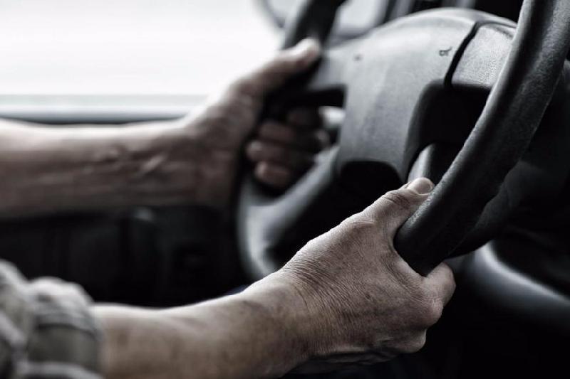 Водителя грузовика убило током в Акмолинской области