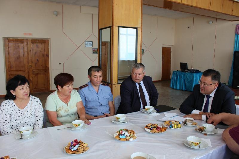 Отчетные встречи с населением в необычном формате проводит аким Зерендинского района