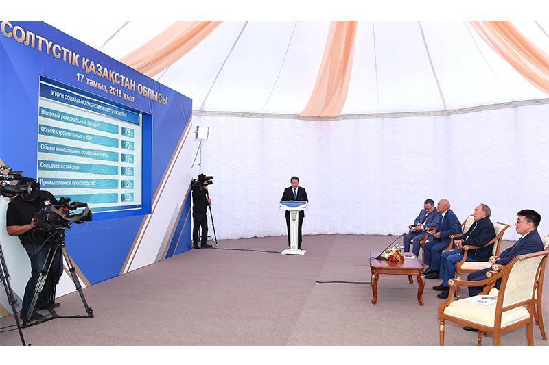 纳扎尔巴耶夫总统视察北哈州农业企业
