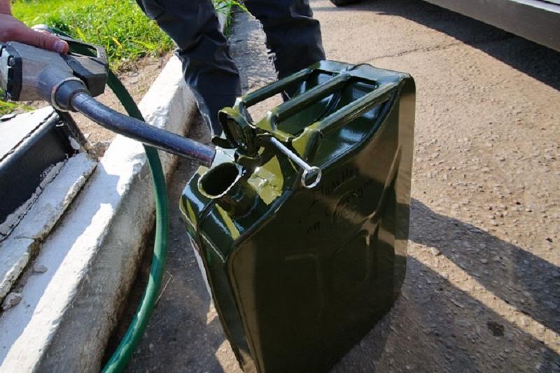 Шекарада заңсыз бензин алып өтпек болған қырғызстандық ұсталды