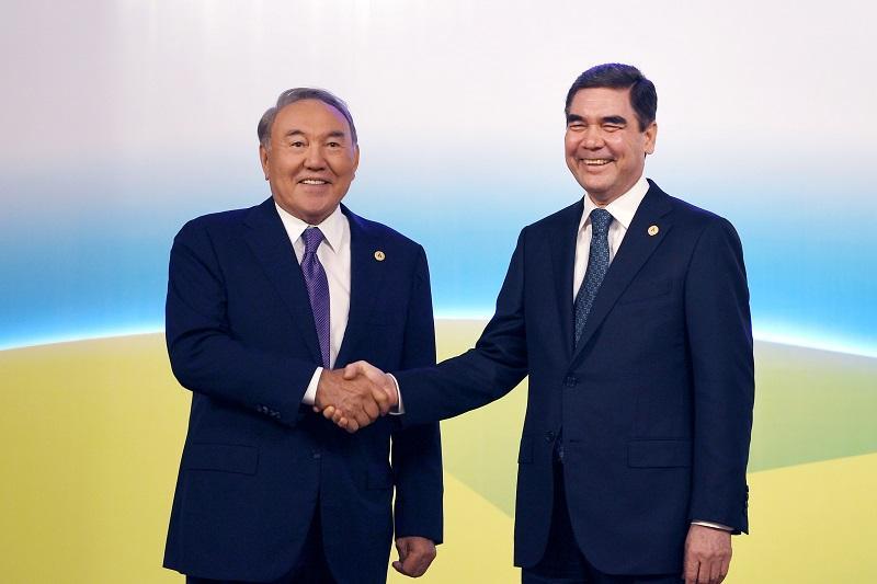 Nursultan Nazarbayev meets Turkmen Counterpart