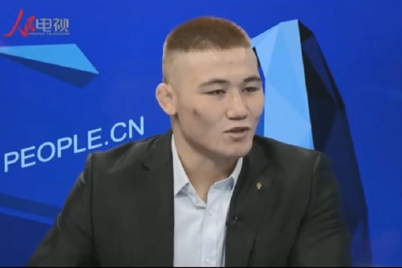 Қытай армиясы командасындағы қазақ балуаны сұхбат берді - Шетелдегі қазақ тілді БАҚ-қа шолу