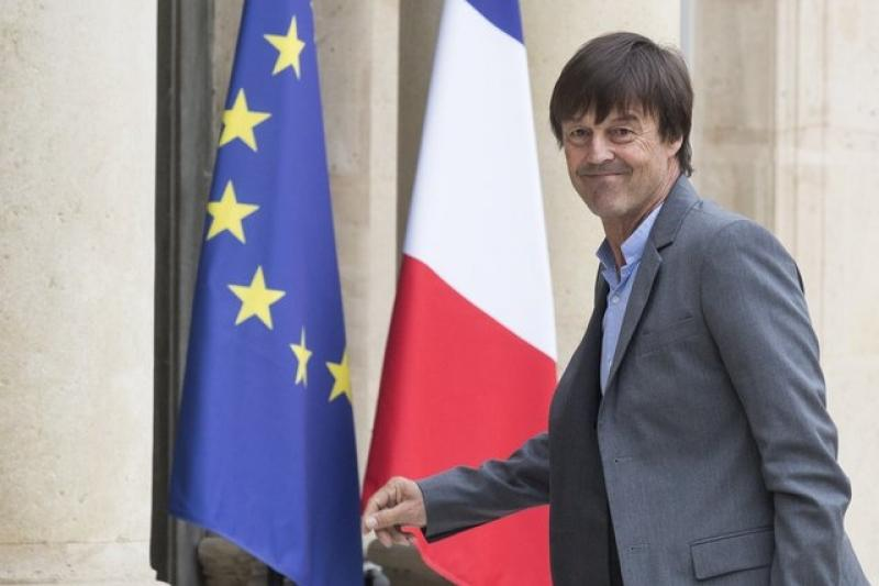 Францияның министрі тікелей эфирде қызметінен бас тартты