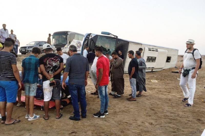 Мысырда 22 қазақстандық турист отырған автобус аударылды