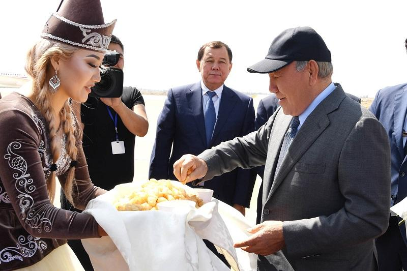 Nursultan Nazarbayev arrives in Kyrgyzstan