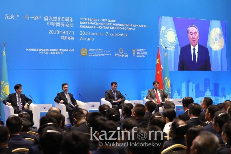 纳扎尔巴耶夫:哈中两国关系沿着正确的方向前进